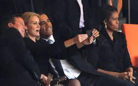 Obama y otros dirigentes europeos se toman una selfie en el memorial de Mandela
